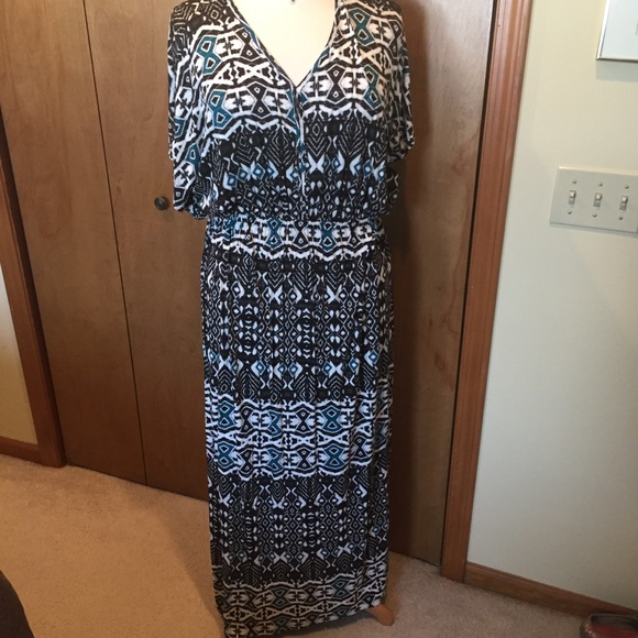 Design 365 Dresses & Skirts - 1X Knit Maxi in black, white and teal accents